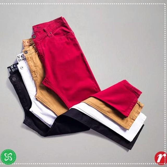 As calças coloridas invadiram a moda e o armário masculino! Curtiu? #renner  #moda #shoppingconquistasul