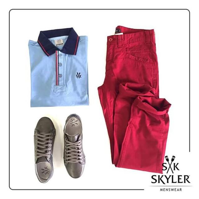 Calças coloridas continuam em alta! Para não errar no equilíbrio do look, escolha combiná-las com cores neutras. ;) #skyler #shoppingconquistasul