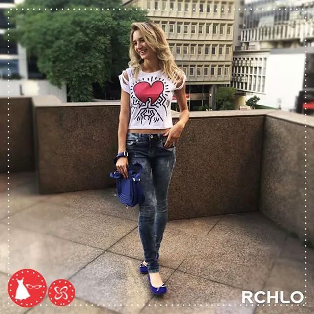Look inspiração para o fim de semana!  Camiseta descolada com eatampa de desenhos do Keith Haring (mestre do pop art), calça jeans skinny com lavagem