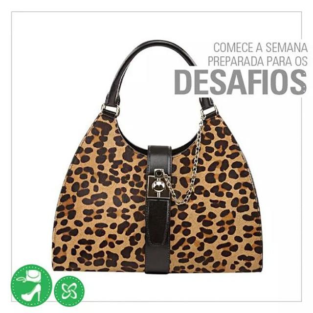 Esteja bem acompanhada para essa missão com uma bolsa de arrasar! ;) #semana #arezzo #shoppingconquistasul