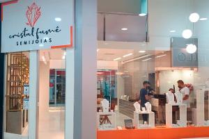 Cristal Fumê: a nova loja de Semijoias do Shopping